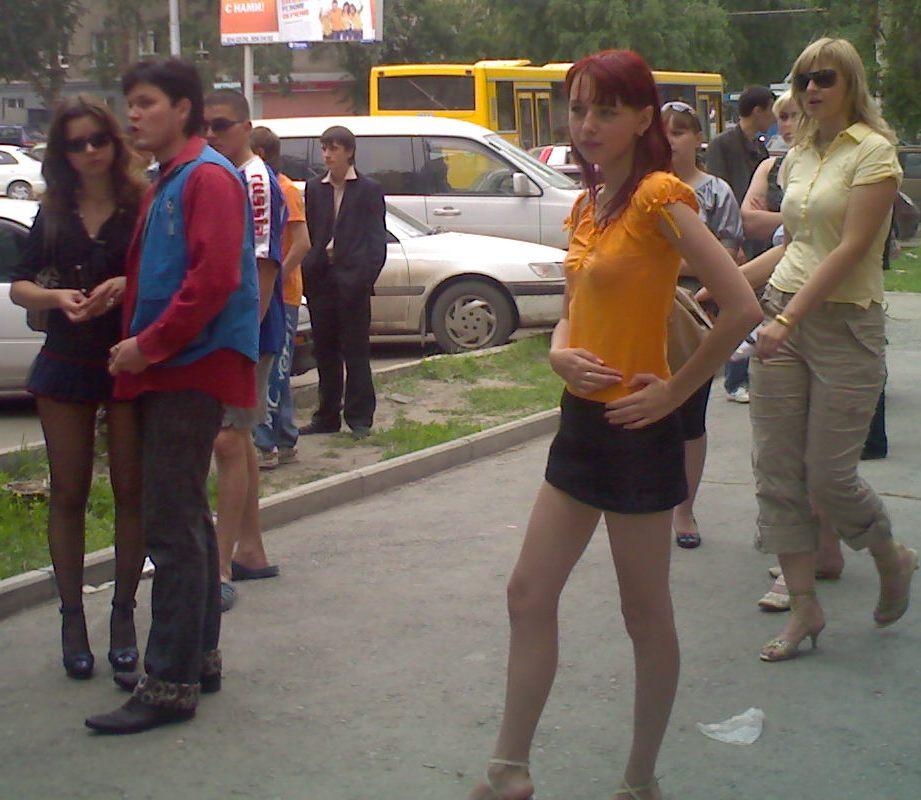 скатерти и юбки одноразовые